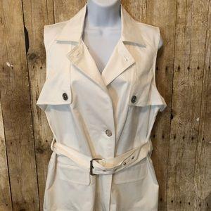 Beautiful white sleeveless Michael Kors top.